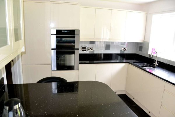 black sparkles and flecks quartz worktops