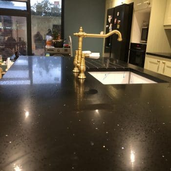 black flecks quartz worktops