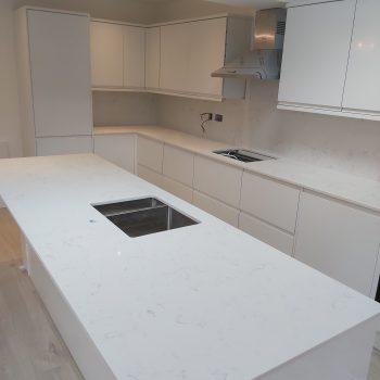 white grey quartz worktops