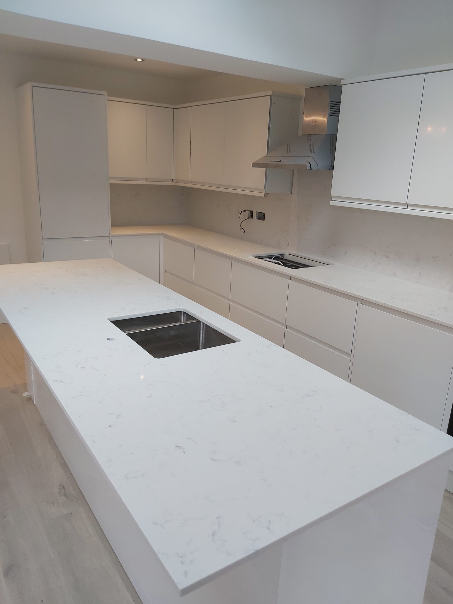 white grey quartz worktops